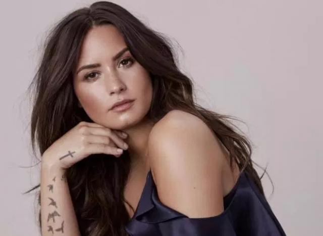 Demi Lovato a fost spitalizată, după ce a fost găsită inconştientă în casă