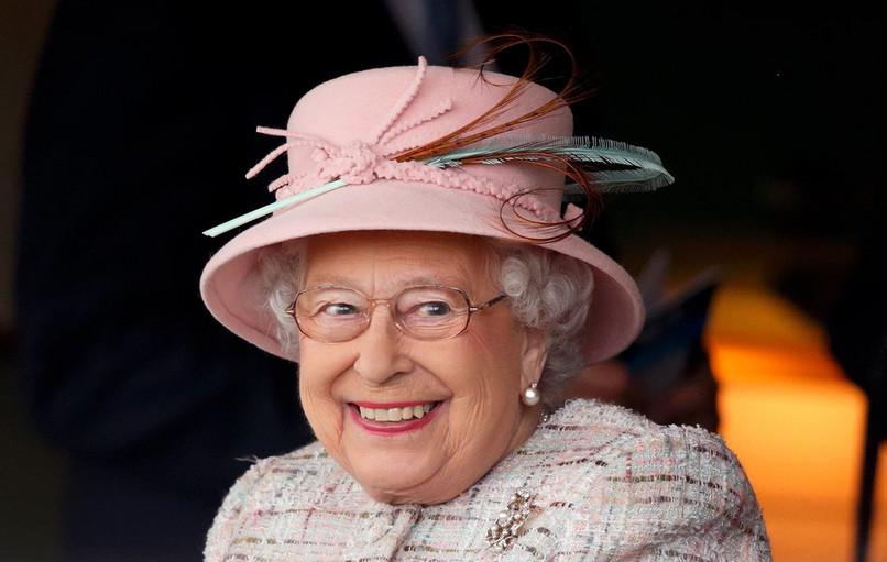 Regina Angliei este fan ABBA şi dansează pe muzica formaţiei suedeze