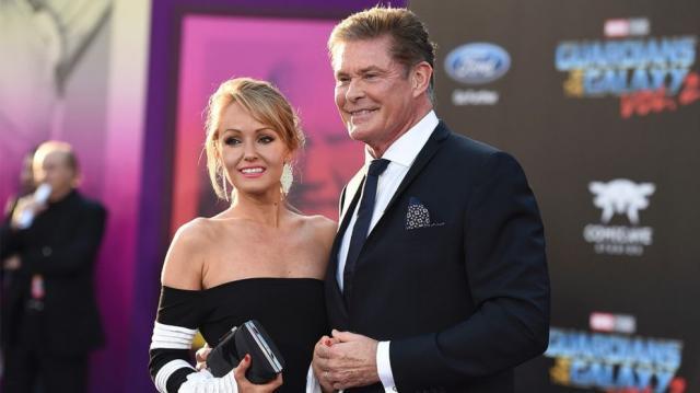 David Hasselhoff s-a căsătorit cu modelul Hayley Roberts