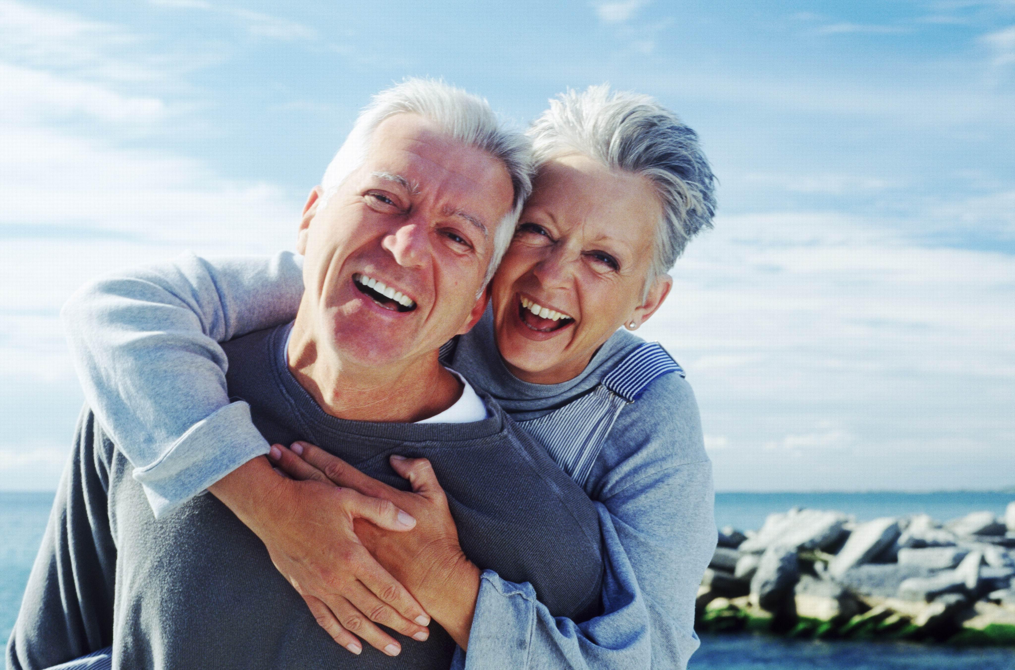 Bărbaţii care se căsătoresc cu femei deştepte trăiesc mai mult
