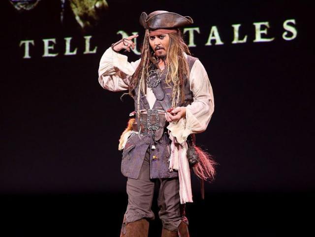 """Johnny Depp, pierde rolul din """"Piraţii din Caraibe"""""""