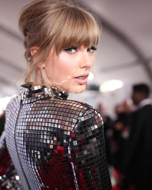 Taylor Swift, marea câştigătoare a galei American Music Awards