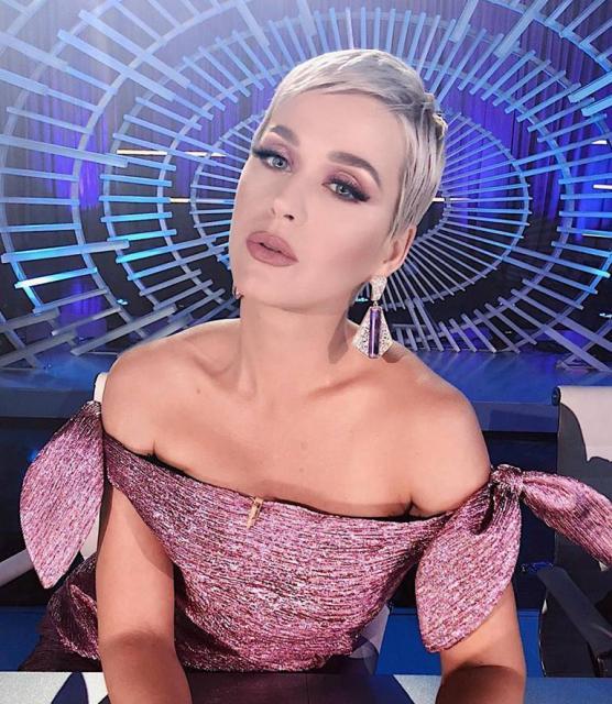 Katy Perry, pe primul loc în topul celor mai bine plătite cântăreţe