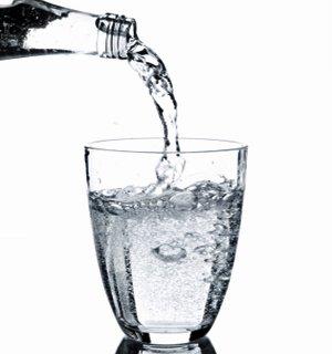 Câtă apă trebuie să bem dimineaţa ca să fim mai inteligenţi