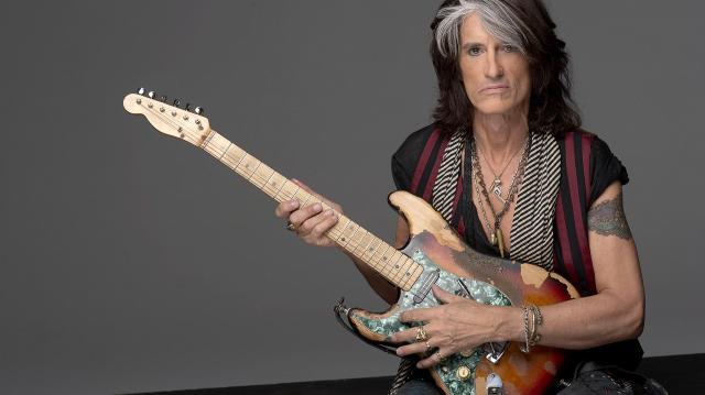 Joe Perry, chitaristul grupului Aerosmith, a fost spitalizat de urgenţă