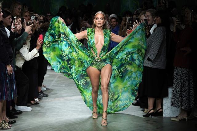 Moment recreat de Jennifer Lopez cu faimoasa rochie Versace