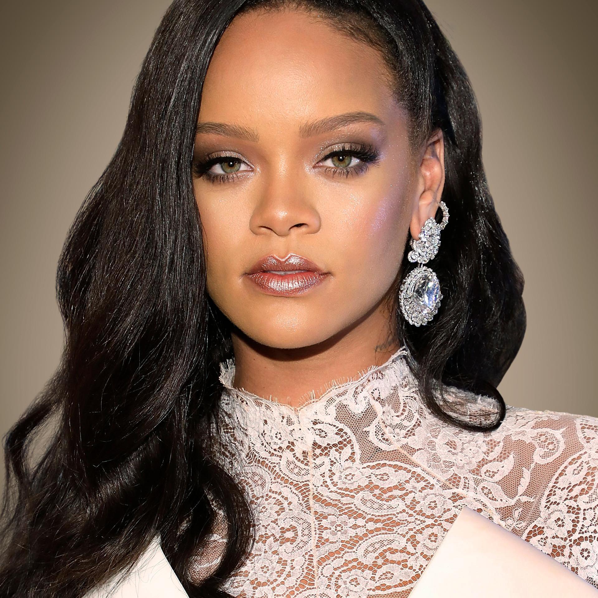 Rihanna, cea mai bogată cântăreaţă din lume