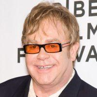 """Elton John: """"Nu am de gând să lansez piese prea curând"""""""
